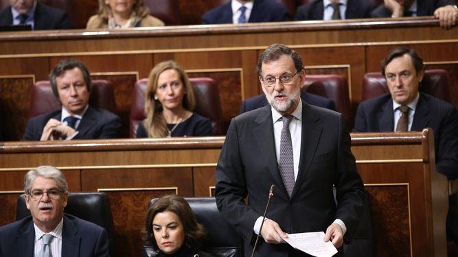 """El PSOE exige a Rajoy que pida perdón pero éste se limita a """"asumir como propias"""" las palabras de Cospedal"""