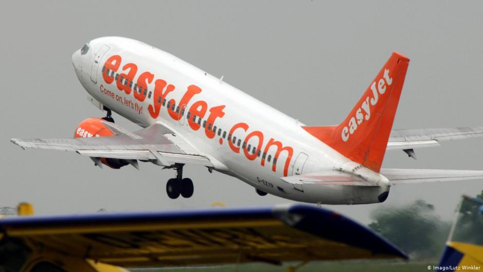 Aerolineas y pasajeros enfrentados por el reembolso de billetes