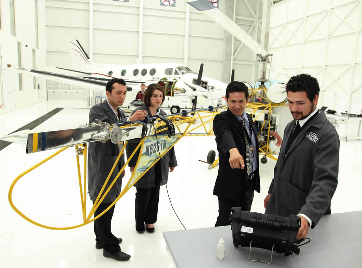 ¿Cuánto gana un ingeniero en aeronáutica?