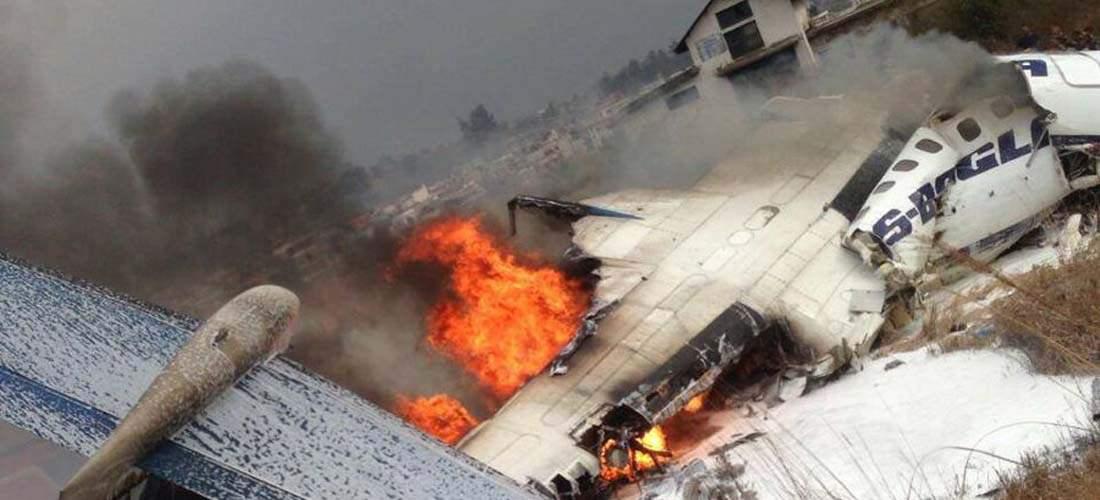 Mueren al menos 50 personas tras estrellarse un avión durante su aterrizaje en Nepal