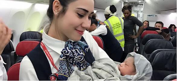 ¿Qué nacionalidad tiene un bebé que nace en un avión?